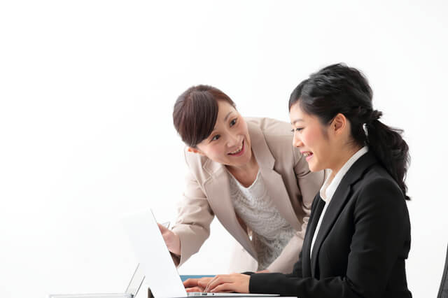 実務者研修をハローワークで取得する女性