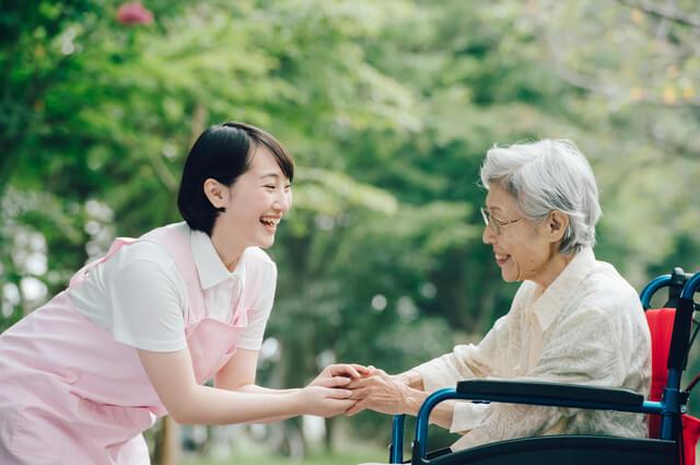 介護をしている女性職員