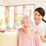 訪問介護員の女性と利用者