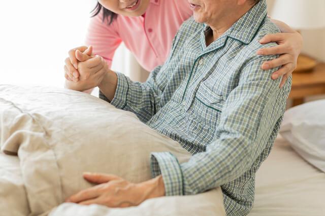 寝室での介護