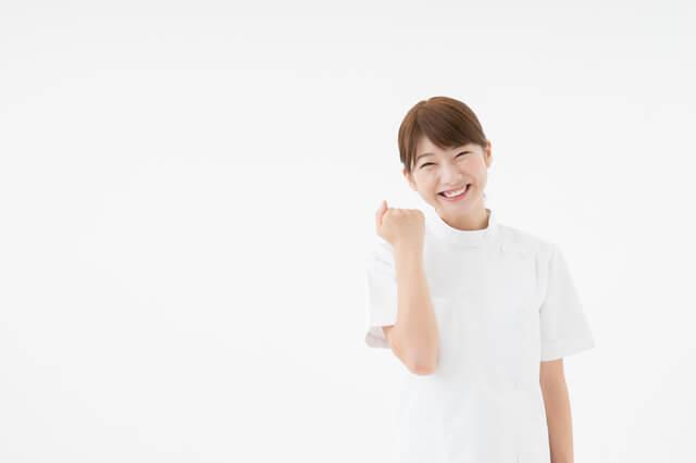 笑顔の女性介護職員