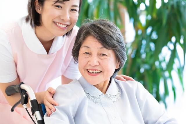 介護福祉士として働く女性
