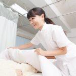 夜勤をする女性介護職員